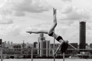 Pole Dance на фоне Екатеринбурга